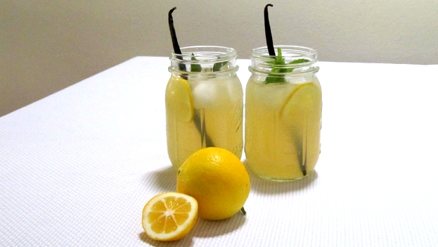 Sparkling Lemonade with vanilla beans